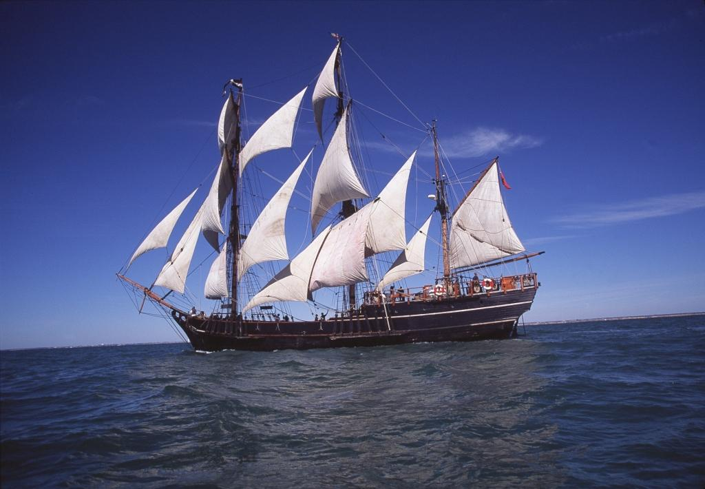 milford haven welcomes the earl of pembroke tall ship